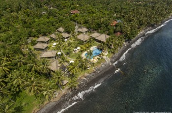 Vrak relax Bali wreck leží cca 100m před resortem v hloubce 14 -34m